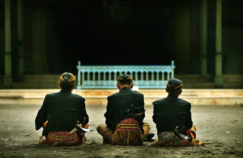 "Makna ""Ajining Rogo Soko Busono, Ajining Diri Soko Lathi"" dalam Prinsip Kepemimpinan"